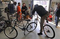- Milano, Ciclo Officina, laboratorio per la riparazione delle biciclette organizzato dall'associazione +BC (pi&ugrave; bici) presso la Stecca degli Artigiani nel quartiere Isola<br /> <br /> - Milan, Cycle Workshop, workshop for repair of bicycles organized by +BC association (plus bike) at Stecca degli Artigiani in the Isola district