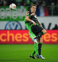 FUSSBALL   1. BUNDESLIGA    SAISON 2012/2013    13. Spieltag   VfL Wolfsburg - SV Werder Bremen                          24.11.2012 Nils Petersen (SV Werder Bremen) in Bedraengnis