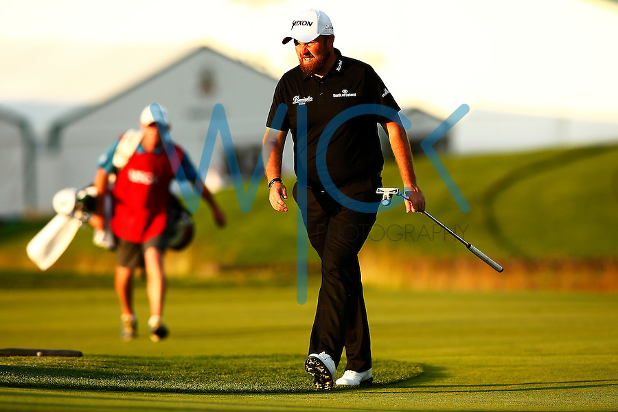 Shane Lowry walks to the 11th green during the 2016 U.S. Open in Oakmont, Pennsylvania on June 18, 2016. (Photo by Jared Wickerham / DKPS)