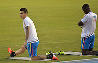 BARRANQUILLA- COLOMBIA - 14-11-2015: James Rodriguez y Cristian Zapata jugadores de la seleccion Colombia durante el primer entrenamiento en el Polideportivo de la Universidad Autonoma del Caribe antes de su encuentro contra  la seleccion del Argentina / James Rodriguez and Cristian Zapata players of the selection Colombia during the first training at the Polideportivo of the Universidad  Autonoma del  Caribe before their match against of Argentina. Photo: VizzorImage / Alfonso Cervantes / Cont