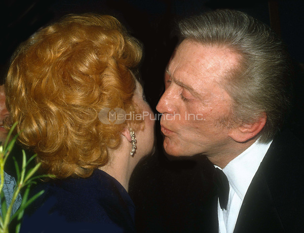#LucilleBall #KirkDouglas 1985<br /> Photo by John Barrett/PHOTOlink.net / MediaPunch