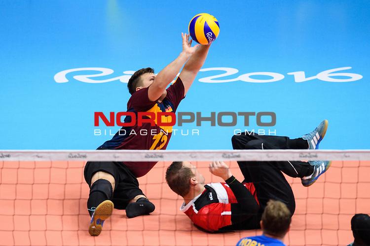 16.09.2016, Rio de Janeiro, Riocentro 6<br />Paralympische Spiele, Sitzvolleyball, Spiel Platz 5/6, Deutschland (GER) vs. Ukraine (UKR)<br /><br />Abwehr Mathis Tigler (#12 GER), JŸrgen / Juergen Schrapp (#9 GER)<br /><br />  Foto &copy; nordphoto / Kurth