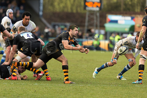 14.12.2014.  High Wycombe, England.  European Rugby Champions Cup. Wasps versus Castres. Charlie Davies passes from a ruck.