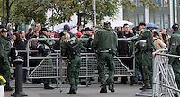 Nazi-Demo in Leipzig am 16.10.2010.Im Bild: Absperrungen werden von der Polizei veranlasst..Foto: Karoline Maria Keybe , 01577 7729355, karoline@karoline-maria.com, Steuernummer: 231/238/07774..Deutsche Bank, Konto-Nr. 1272228, BLZ 86070024.Keine Umsatzsteuerpflicht nach Kleinunternehmerregelung § 19 Absatz 1 UStG.