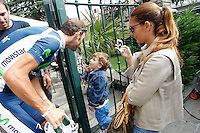 Alejandro Valverde witj his wife and his son during the rest day of La Vuelta 2012.August 27,2012. (ALTERPHOTOS/Paola Otero) /NortePhoto.com<br />