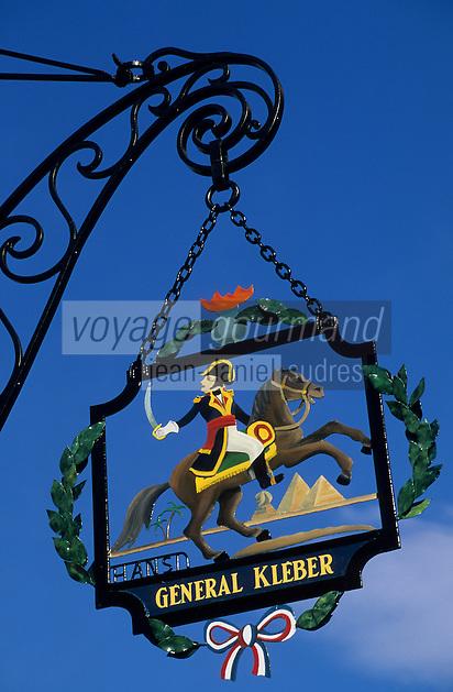 Europe/France/Alsace/68/Haut-Rhin/Colmar : Enseigne de la sommelière par Hansi place de la Cathédrale
