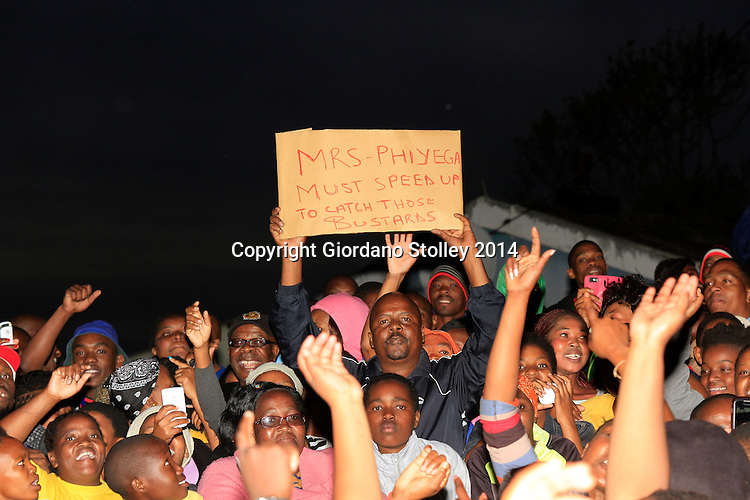 DURBAN - 27 October 2014 - A supporter of slain South African soccer captain Senzo Meyiwa makes it clear what he wants the country's national police commissioner to do. Meyiwa was gunned down in Vosloorus over the weekend. Picture: Allied Picture Press/APP