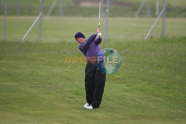 David Drysdale playing the 16th after play restarted on day 3 at the 3 Irish open in Co Louth Golf Club...Photo: Fran Caffrey/www.golffile.ie..