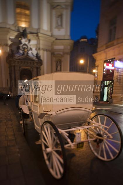 Europe/Autriche/Niederösterreich/Vienne: Fiacre devant l' Eglise Saint-Pierre