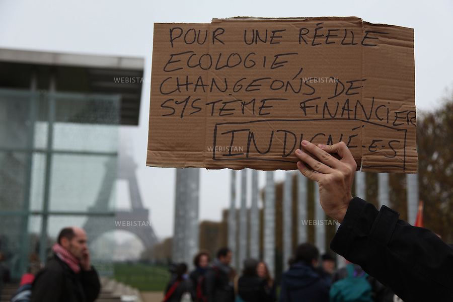 FRANCE.PARIS. 11/11/2011: Approximately five hundred people have been gathered together on Friday night in the business district of La Defense, near Paris, where some of them were preparing to spend another night. For a week,  they have formed a new camp made of cardboard and sleeping bags and decorated the ground by placards with slogans and heart-shaped cardboard pieces.  In the early evening, some protesters danced on the steps of the Grande Arche,  while others were speaking together during their general assembly. Friday morning, around two hundred of them have been gathered by the Wall for Peace, near Eiffel Tower,  before marching towards La Defense to join those who were occupying the district since Friday 4th November.