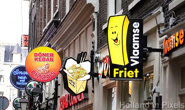 Nederland Amsterdam 2018. Snacks te koop op de Wallen. Foto Berlinda van Dam / Hollandse Hoogte