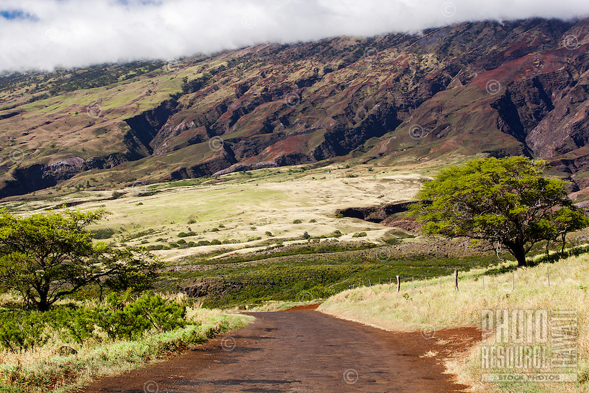A view of the cloud-topped mountain range from Pi'ilani Hwy. (or Hwy. 31) on the south shore of Maui.