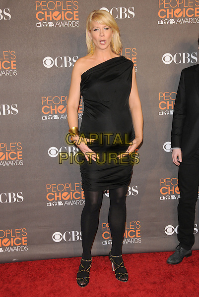 JENNA ELFMAN.Arrivals at the 2010 People's Choice Awards held at the Nokia Theater L.A. Live in Los Angeles, California, USA. .January 6th, 2010.full length pregnant maternity black dress one shoulder tights sandals hands gold cuff bracelet mouth open funny face.CAP/RKE/DVS.©DVS/RockinExposures/Capital Pictures.