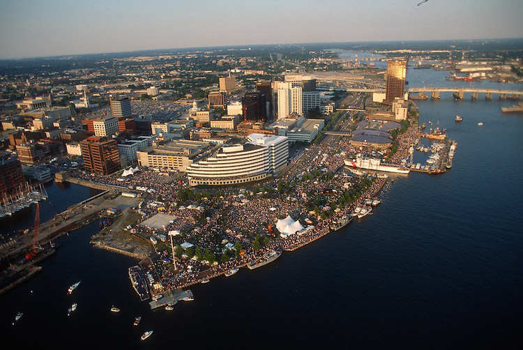 1991 June ..Redevelopment.Downtown South (R-9)..HELICOPTER.LOW ANGLE.HARBORFEST.TOWNE POINT PARK.DOWNTOWN IN BACKGROUND...NEG#.NRHA#..