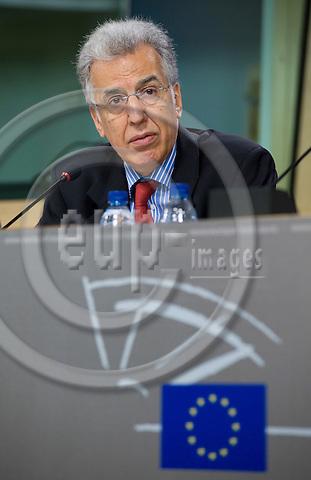 Brussels-Belgium - 27 April 2009 -- P. Nikiforos DIAMANDOUROS, European Ombudsman (Médiateur européen), during his pressconference on his annual report in the EP -- Photo: Horst Wagner / eup-images