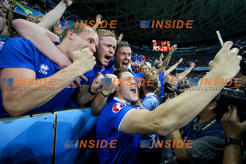 Haukur Heidar Hauksson of Iceland celebrates and takes a selfie with fans Esultanza <br /> Nice 27-06-2016 Stade de Nice <br /> Football Euro2016 England - Iceland / Inghilterra - Islanda Round of 16 / Ottavi di finale Foto Daniel Chesterton / Phc / Insidefoto