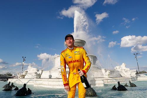 Ryan Hunter-Reay, Andretti Autosport Honda takes a splash in the Scott Fountain, podium