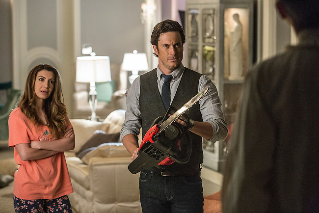 Nasim Pedrad as Gigi and Oliver Hudson as Wes in Scream Queens, Season 1