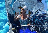 BARRANQUILLA-COLOMBIA- 25-02-2017: Stephanie Mendoza, reina 2017 del Carnaval, durante la batalla de flores. El Carnaval de Barranquilla 2017 invita a todos los colombianos a contagiarse del Jolgorio general de una de las festividades más importantes del país y que se lleva a cabo del 9 hasta el 28 de febrero de 2016. / Carnaval de Barranquilla 2017 invites all Colombians to catch the general reverly that make it one of the most important festivals of the country and take place until February 28, 2017.  Photo: VizzorImage / Alfonso Cervantes / Cont