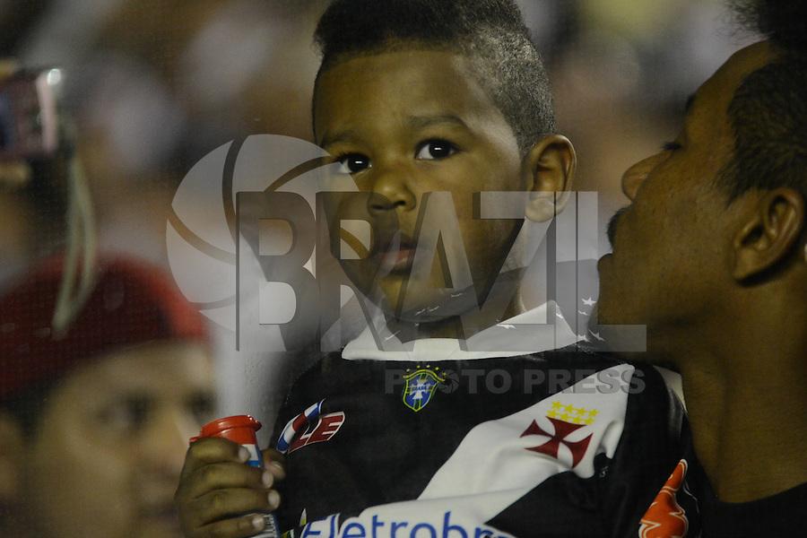 RIO DE JANEIRO, RJ, 21 JULHO 2012 - CAMP. BRASILEIRO - VASCO X SANTOS -Torcidas no jogo pela 11 Rodada do Campeonato Brasileiro, no estadio Sao Januario, neste sabado, 21. (FOTO: MARCELO FONSECA / BRAZIL PHOTO PRESS).