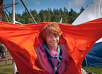A Dutch scout in a large orange dress during cultural festival in winter town. Photo: André Jörg/ Scouterna