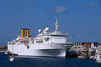 Deutschland. Kreuzfahrtschiff in Travemünde