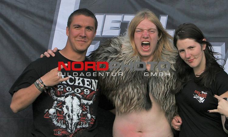 Wacken Heavy Metal Festival 2009<br /> <br /> 1.Tag beim Wacken Festival 2009. Die 70.000 Festivalbesucher feiern zu harten Heavy Metal Kl&auml;ngen nonstop. Ein Dorf im Ausnahmezustand.<br /> <br /> <br /> Foto &copy; nph (nordphoto)<br /> <br /> *** Local Caption ***