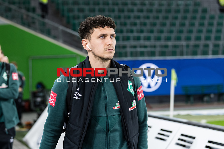 01.12.2019, Volkswagen Arena, Wolfsburg, GER, 1.FBL, VfL Wolfsburg vs SV Werder Bremen<br /> <br /> DFL REGULATIONS PROHIBIT ANY USE OF PHOTOGRAPHS AS IMAGE SEQUENCES AND/OR QUASI-VIDEO.<br /> <br /> im Bild / picture shows<br /> Milos Veljkovic (Werder Bremen #13) <br /> bei Ankunft im Stadion, <br /> <br /> Foto © nordphoto / Ewert
