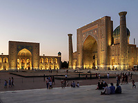 Registan mit Tilla Kori und Sherdor Medrese, Samarkand, Usbekistan, Asien, UNESCO Weltkulturerbe<br />