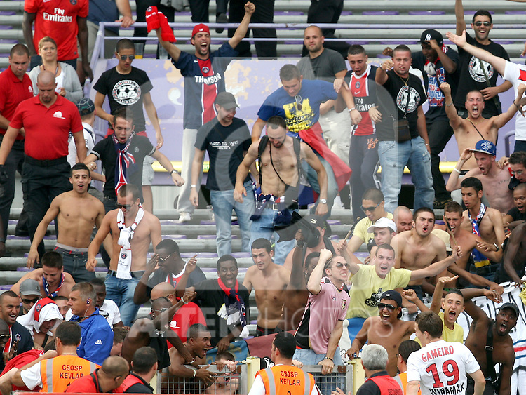 Kevin Gameiro of PSG celebrates after scoring the equaliser in front of his fans. Toulouse v Paris Saint Germain (1-3), Ligue 1, Stade Municipal, Toulouse, France, 28th August 2011.