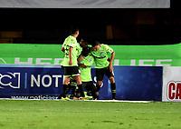 BOGOTA - COLOMBIA - 18 – 11 - 2017: Los jugadores de Deportivo Cali, celebran el gol anotado a Millonarios, durante partido de la fecha 20 entre Millonarios y Deportivo Cali, por la Liga Aguila II-2017, jugado en el estadio Nemesio Camacho El Campin de la ciudad de Bogota. / The players of Deportivo Cali, celebrate the scored goal to Millonarios, during a match of the date 20th between Millonarios and Deportivo Cali, for the Liga Aguila II-2017 played at the Nemesio Camacho El Campin Stadium in Bogota city, Photo: VizzorImage / Luis Ramirez / Staff.