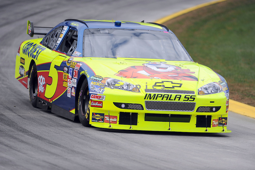 MARK MARTIN, in action during The Tums Fast Relief 500 NASCAR race on October 25, 2009 at Martinsville Speedway in Martinsville, Virginia.  .