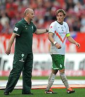 FUSSBALL   1. BUNDESLIGA  SAISON 2011/2012   6. Spieltag 1 FC Nuernberg - SV Werder Bremen         17.09.2011 Trainer Thomas Schaaf, Clemens Fritz (V. LI., SV Werder Bremen)