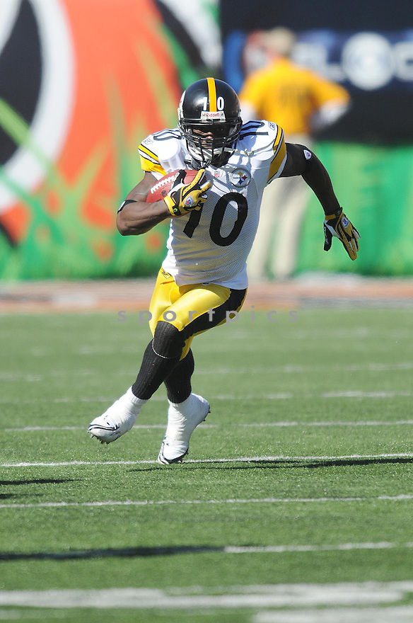 SANTONIO HOLMES, of the Pittsburgh Steelers  in action against the Cincinnati Bengals during the Steelers game in CIncinnati, OH  on October 19, 2008...The Steelers won the game 38-10.