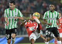 BOGOTÁ -COLOMBIA, 07-05-2014. Jonathan Copete (C) de Independiente Santa Fe disputa el balón con Francisco Najera (Izq) y Mosquera (Der) del Atlético Nacional durante partido de ida por las semifinales de la Liga Postobón  I 2014 jugado en el estadio Nemesio Camacho el Campín de la ciudad de Bogotá./ Independiente Santa Fe player Jonathan Copete (C) fights for the ball with Atletico Nacional player Francisco Najera (L) and Mosquera during first leg match for the semifinals of the Postobon League I 2014 played at Nemesio Camacho El Campin stadium in Bogotá city. Photo: VizzorImage/ Gabriel Aponte / Staff