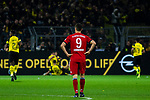 10.11.2018, Signal Iduna Park, Dortmund, GER, 1.FBL, Borussia Dortmund vs FC Bayern M&uuml;nchen, DFL REGULATIONS PROHIBIT ANY USE OF PHOTOGRAPHS AS IMAGE SEQUENCES AND/OR QUASI-VIDEO<br /> <br /> im Bild | picture shows:<br /> ein entt&auml;uschter Robert Lewandowski (Bayern #9) schaut den jubelnden Dortmunder hinterher, <br /> <br /> Foto &copy; nordphoto / Rauch