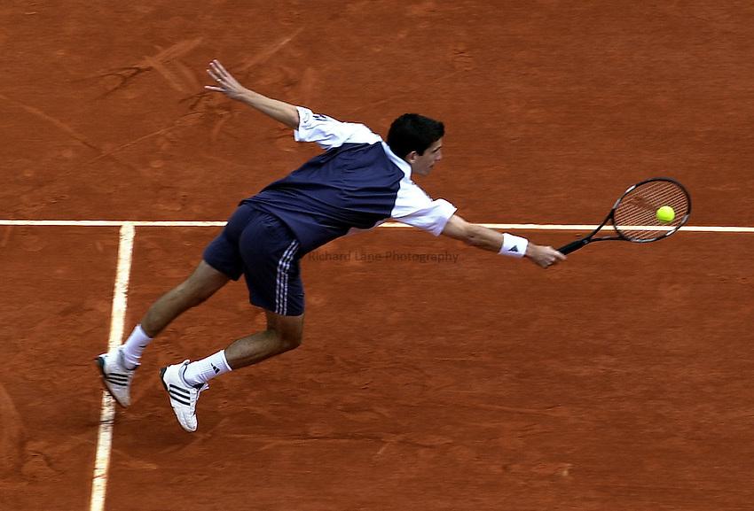 Photo. Richard Lane. .Roland Garros 2002, French Open Tennis. 29/5/2002.Tim Henman of Great Britain.