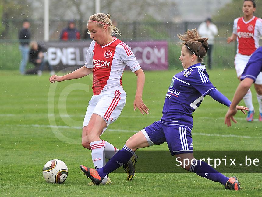 RSC Anderlecht Dames - Ajax Amsterdam : Mandy Versteegt met de doelpoging met Taika De Koker in haar rug.foto DAVID CATRY / Nikonpro.be