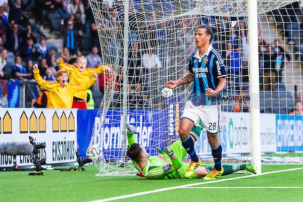 Stockholm 2014-04-27 Fotboll Allsvenskan Djurg&aring;rdens IF - IF Brommapojkarna :  <br /> Djurg&aring;rdens Aleksandar Prijovic jublar n&auml;r han g&ouml;r 3-2 bakom Brommapojkarnas m&aring;lvakt Ivo Vazgec i den andra halvleken<br /> (Foto: Kenta J&ouml;nsson) Nyckelord:  Djurg&aring;rden DIF Tele2 Arena Brommapojkarna BP jubel gl&auml;dje lycka glad happy