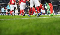 FUSSBALL   1. BUNDESLIGA   SAISON 2012/2013   5. SPIELTAG FC Schalke 04 - FSV Mainz 05                               25.09.2012        Symbolbild Fussball, Auflaufen der Mannschaften