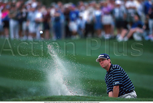 DAVIS LOVE III (USA) plays a shot out of a bunker, Bay Hill Invitational, Orlando, Florida, USA, 000319.  Photo: Glyn Kirk/Action Plus...2000.golf.sand trap bunker bunkers.chipping chip.pitching pitch.golfer golfers