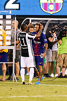 EAST RUTHERFORD, EUA, 22.07.2017 - JUVENTUS-BARCELONA - Neymar Jr. do Barcelona (ESP) e Douglas Costa da Juventus (ITA) após jogo valido pela Internacional Champions Cup no MetLife Stadium na cidade de East Rutherford nos Estados Unidos neste sábado, 22. (Foto: William Volcov/Brazil Photo Press)