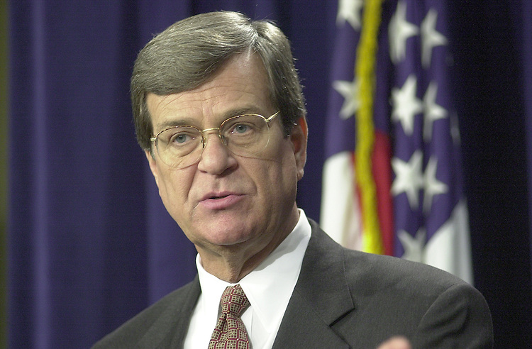 RC20000224-300-RR: February 24, 2000: Sen. Trent Lott speaks to the press on Iran Non-Prolif. vote, from the senate studio on Thursday 2/24/00..      Rebecca Roth/Roll Call.