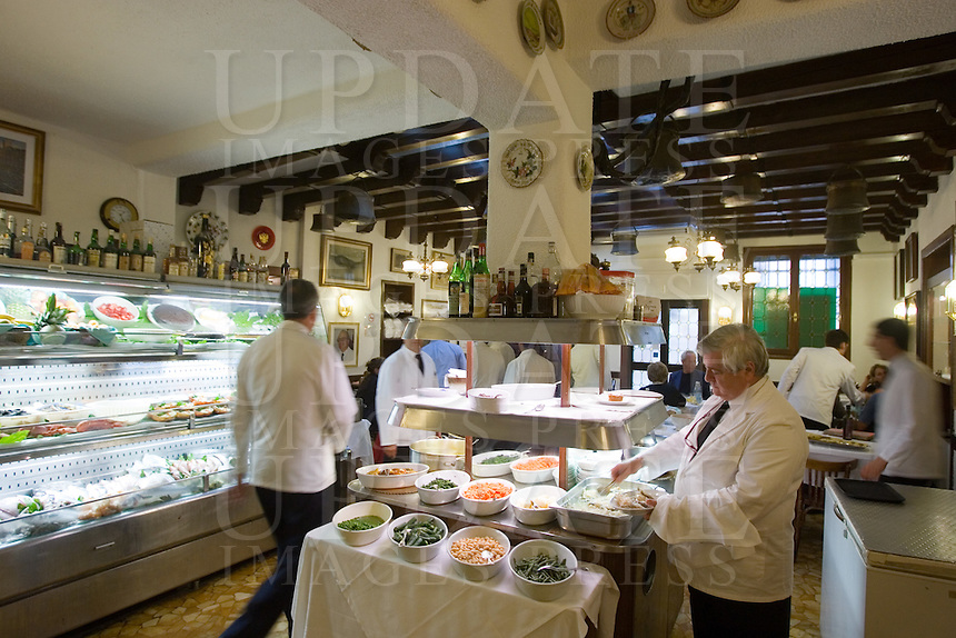 Interno del ristorante Alla Madonna, a Venezia.<br /> Interior of the restaurant Alla Madonna in Venice.<br /> UPDATE IMAGES PRESS/Riccardo De Luca