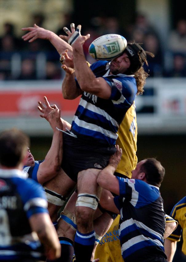 Photo: Richard Lane..Bath Rugby v Leinster. Heineken Cup. 08/01/2005..Danny Grewcock juggles for the ball.