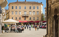 Croatia, Istria, Pula: restaurants in Forum square | Kroatien, Istrien, Pula: Restaurants auf dem Forum-Platz