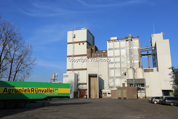 Foto: VidiPhoto<br /> <br /> BARNEVELD - De veevoederfabriek van AgruniekRijnvallei (AR) in Barneveld.