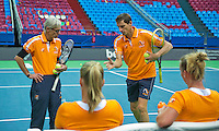 Moskou, Russia, Februari 4, 2016,  Fed Cup Russia-Netherlands,  Dutch team practise, Coach Martin Bohm and Captain Paul Haarhuis (M) explain <br /> Photo: Tennisimages/Henk Koster