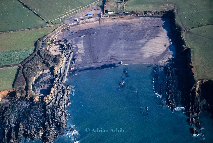 Oil on beaches following the 72,000 tonne oil spill on the Pembrokeshire coast from the Sea Empress oil tanker