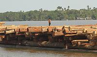 Madeireira transporta toras no Marajó.<br /> Breves,   Pará, Brasil<br /> 16/11/2012    <br /> Foto - Raimundo Paccó